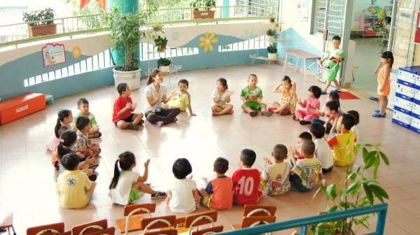 http://stc.bindo.vn/uploads/news/con-di-mau-giao-bi-xuot-mat--phu-huynh-lam-am-i-ca-truong-20.jpg