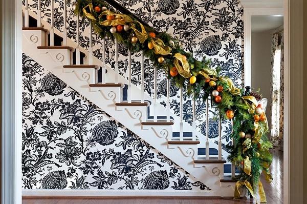 Hướng dẫn trang trí cầu thang rực rỡ đón năm mới