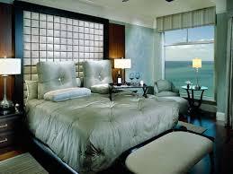 Thiết kế nhiều cửa sổ kính cho phòng ngủ lãng mạn
