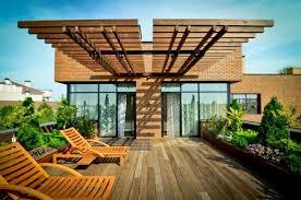Trang trí khuôn viên nhà bạn với sàn gỗ ngoài trời