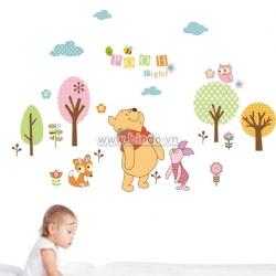 Decal dán tường Gầu Pooh chơi cùng bạn