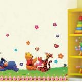Decal dán tường Gấu vui chơi