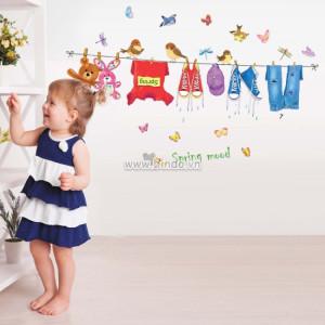 Decal dán tường Quần áo của bé