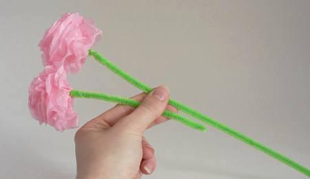 Hướng dẫn làm hoa hồng đơn giản đẹp từ giấy tissue 11