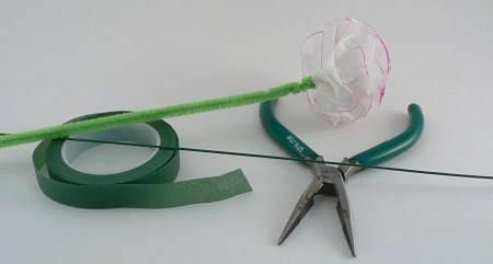 Hướng dẫn làm hoa hồng đơn giản đẹp từ giấy tissue 12