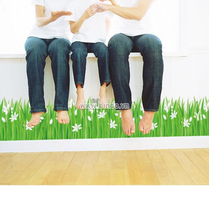 Decal dán tường Chân tường hoa cỏ trắng