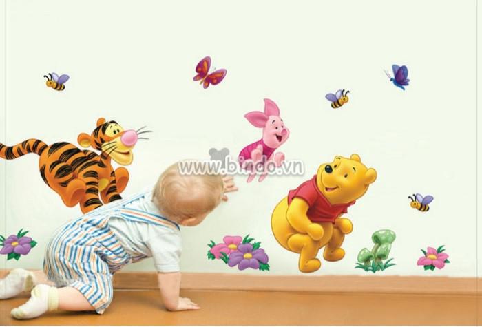 Decal dán tường Gấu pooh cõng bạn đi chơi