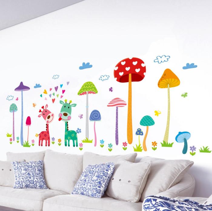 Decal dán tường Hươu nấm sắc màu