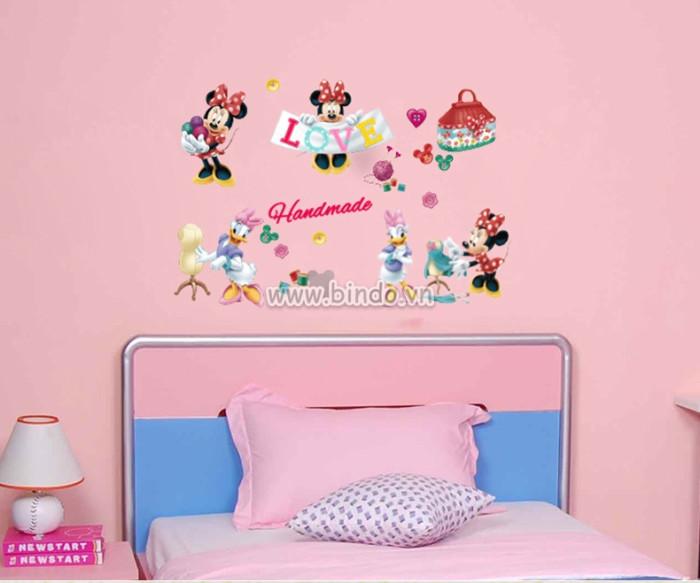 Decal dán tường Mickey tỏ tình