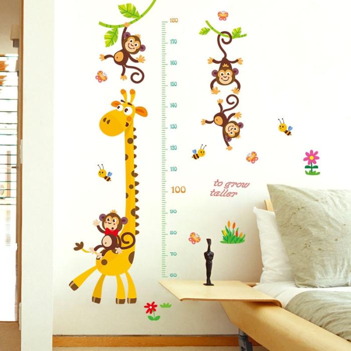 Decal dán tường Thước đo Hươu và đàn khỉ