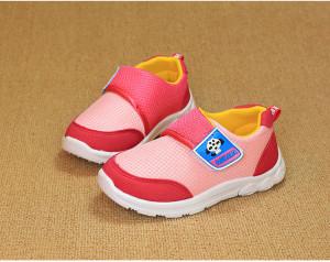 Giày cho bé màu hồng lợt