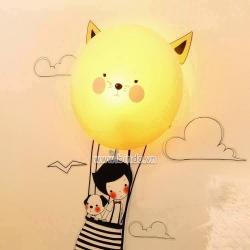 Decal dán tường Đèn ngủ khinh khí cầu mèo