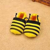 Giày tập đi cho bé ong vàng