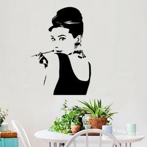 Decal dán tường Cô gái kiêu sa